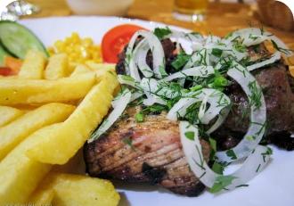 Шашлык из свинины  с картофелем фри