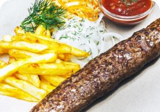 Люля-кебаб из говядины  с картофелем фри