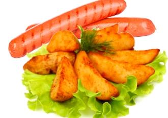 Сосиска на гриле с  картофелем по домашнему